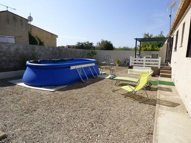 OT-Avant-Monts-DEBERGUES-Chambre-d-hotes-les-Amandiers-vue-piscine-et-terrasses