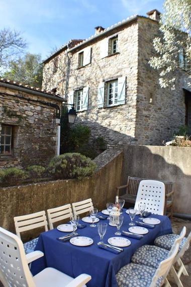 France Number One - Diner a la terrasse