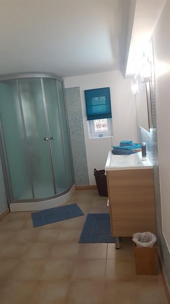 Les-loges-du-tary---la-salle-d-eau