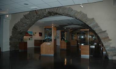 PCULAR0340000014_musee prehistoire_vitrine