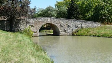 Quarante berges Pont de Pigasse OTI Canal du Midi