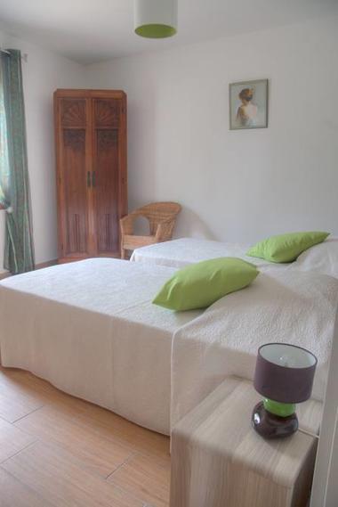 Une chambre à 2 lits 1 personne