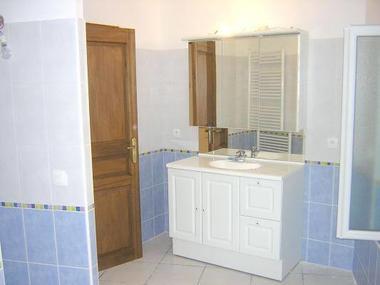 Salle de bain et douche.