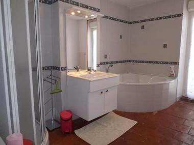 Salle de bain à l'étage.