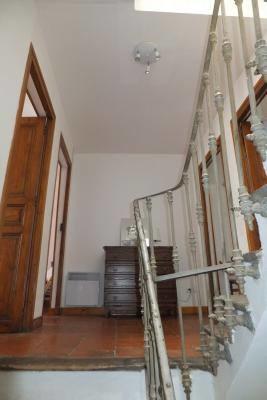 Escalier menant aux chambres.