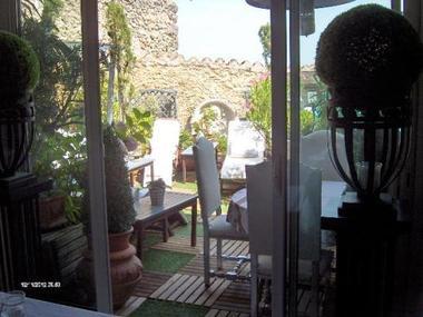 Vue de la terrasse depuis le séjour.