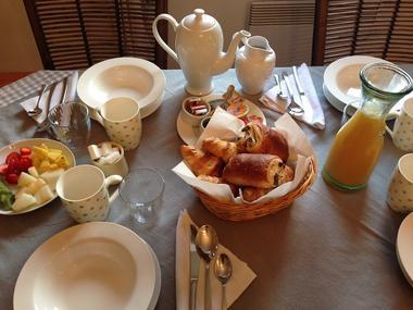 le Cerisier Carling petit déjeuner st genies de fontedit