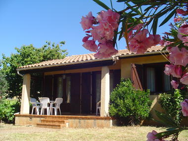 location roquebrun_vidal mireille_jardin fleuri terrasse
