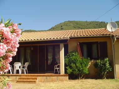 location roquebrun_vidal mireille_jardin fleuri