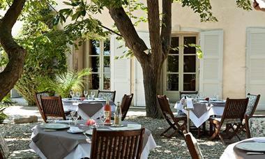 chateau de siran - terrasse du restaurant gastronomique