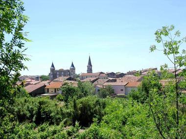 photo du village de pouzolles