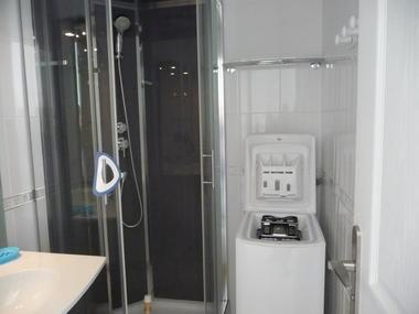 10-La-salle-d-eau-vue-d-ensemble-5