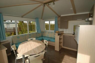 Camping-La-Touesse-Saint-Lunaire-innterieur-mobilhome-2