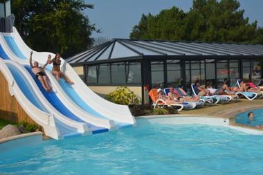Camping-La-Touesse-Saint-Lunaire-piscine-toboggans
