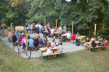 Camping-Les-Etangs-La-Richardais-tables-festives-jour-2