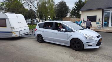 Camping-Les-Etangs-La-Richardais-voiture
