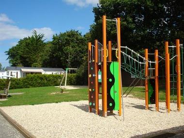 Camping-Pont-Laurin-Saint-Briac-jeux-pour-enfants-2