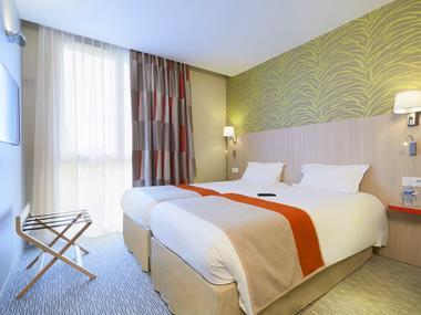 Chambre double rouge - Kyriad Prestige - Saint-Malo