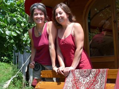 Christelle et Yseult vous font découvrir leur Bretagne en roulotte et calèche