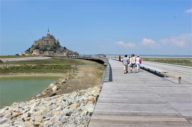 Commerce-Mont Saint Michel Voyages-Boucey