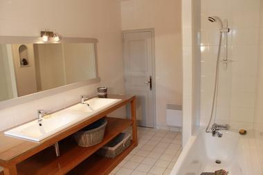 Gîte le bois guihel - salle de bain du bas