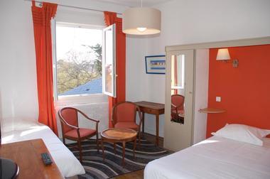 Hotel-Altair-Dinard-chambre-triple-orange
