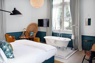Hotel-Le-Nessay-Saint-Briac-chambre-double-avec-baignoire