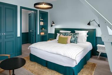 Hotel-Le-Nessay-Saint-Briac-chambre-double-bleue