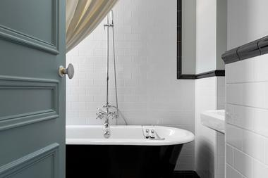 Hotel-Le-Nessay-Saint-Briac-salle-et-bain-baignoire
