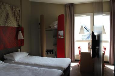 IBIS PLAGE - chambre twin cote jardin - StMalo