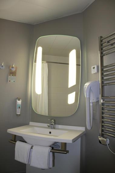 IBIS PLAGE - salle de bain 2- StMalo