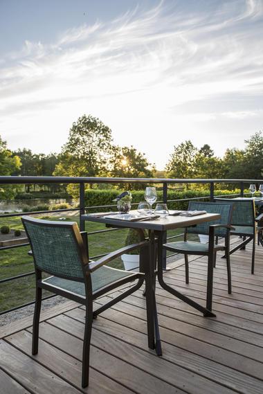 JARDIN ABBAYE - terrasse restaurant - LE TRONCHET