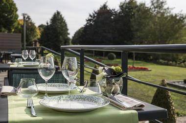 JARDIN ABBAYE - terrasse restaurant 1- LE TRONCHET