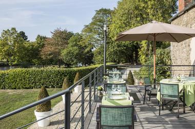 JARDIN ABBAYE - terrasse restaurant 2- LE TRONCHET