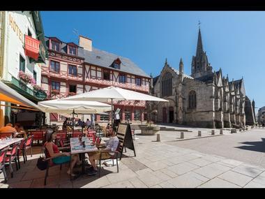 Josselin - Place Notre-Dame - Morbihan - Bretagne
