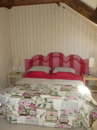 Le-Berceul-Duault-Annie-et-Rene-La-Richardais-chambre-double-lit-rose