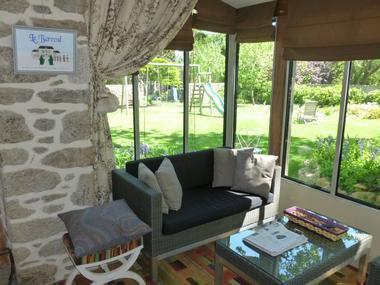 Le-Berceul-Duault-Annie-et-Rene-La-Richardais-coin-salon-vue-jardin