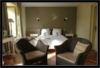 Le-Vieux-Logis-Vautier-Ginette-Saint-Briac-chambre-double-grise