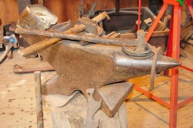 Tinteniac-Musee-de-l-Outil-et-des-Metiers-Atelier-du-Forgeron