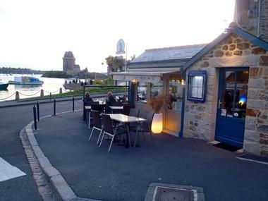 restaurants-saint-malo-restaurant-la-cale-vue-exterieur.jpg