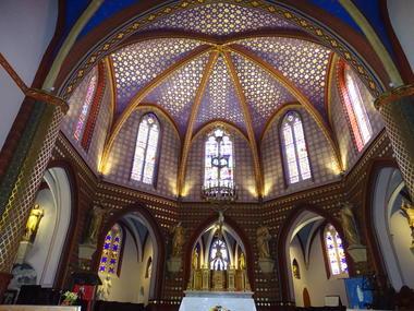 Coeur-de-l-eglise-avec-ses-5-chapelles-rayonnantes-Cazeres-2