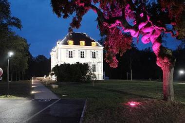 Fronton maison des vins nuit