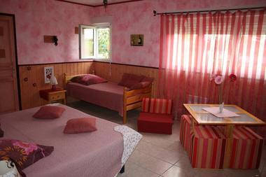 Gîte La Grange de Castelys chambre rose MONES