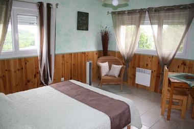 Gîte La Grange de Castelys chambre verte MONES