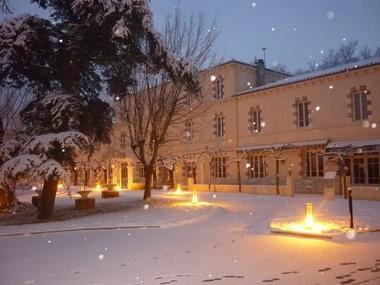 L-Hotellerie-du-Lac-sous-la-neige
