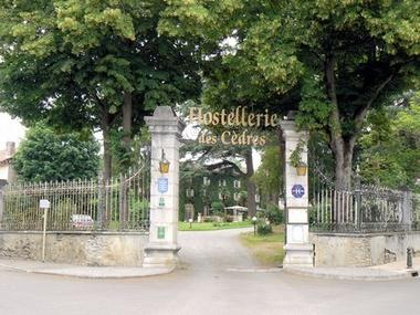 L'hostellerie des cedres entrée VILLENEUVE DE RIVIERE