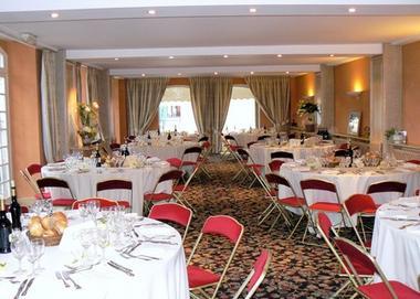 L'hostellerie des cedres salle restaurant VILLENEUVE DE RIVIERE