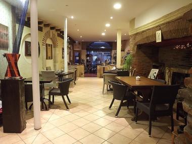 Restaurant Le jardin enchan'thé CAZERES salle
