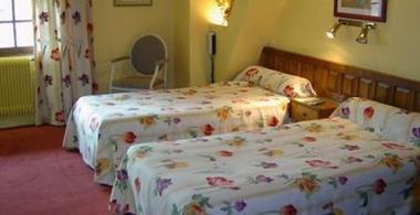 chambre 2  hotel ratelier MONTAIGUT SUR SAVE