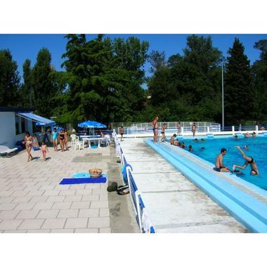 la-piscine-municipale-de-grenade.-4685-600-600-F